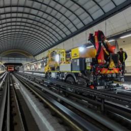 Camion bimode Activion® GEISMAR circulant sur le réseau du métro de Lyon (l)